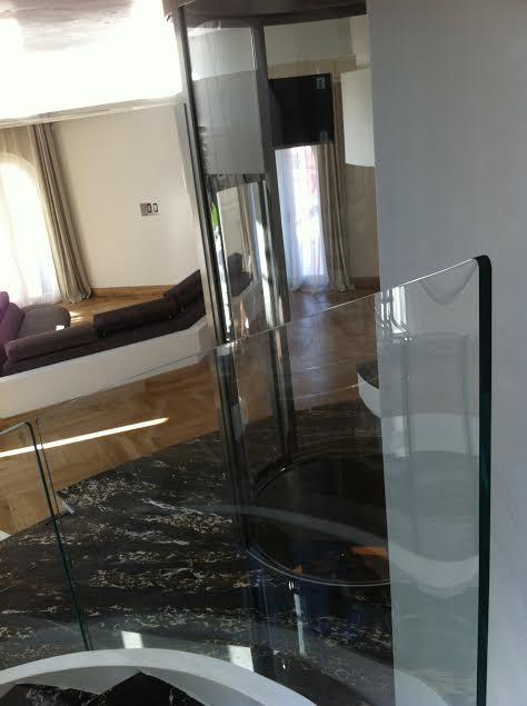 Realizzazione di vetri curvi su misura per tutte le esigenze