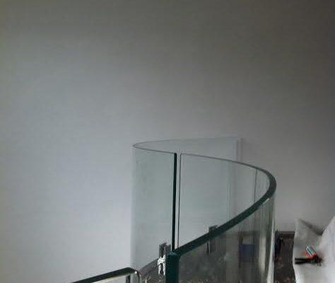 realizzazione parapetti in vetro per scale